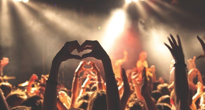 concert-crowd-people-joy-summer