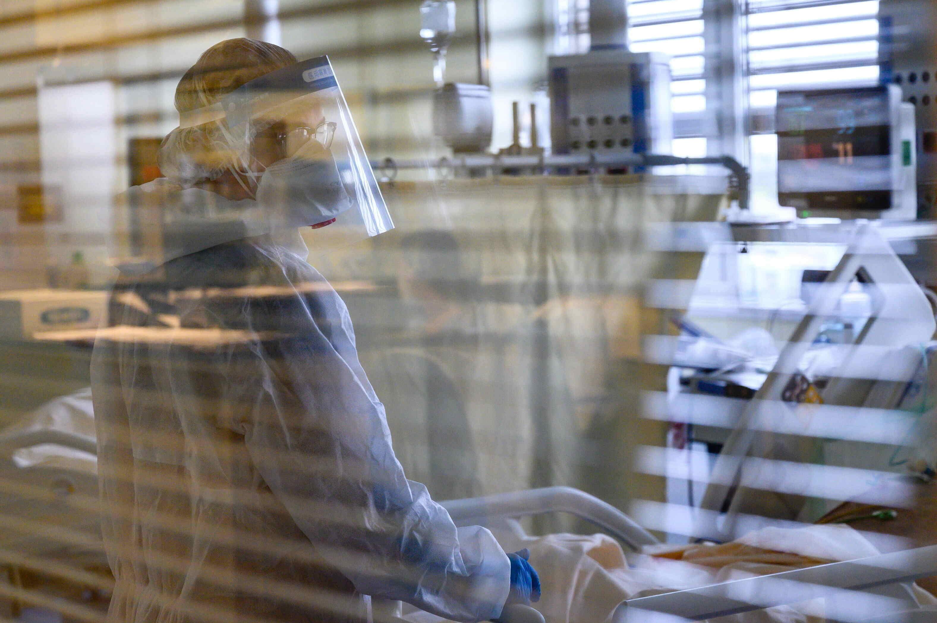 coronavirus cases hospital doctor
