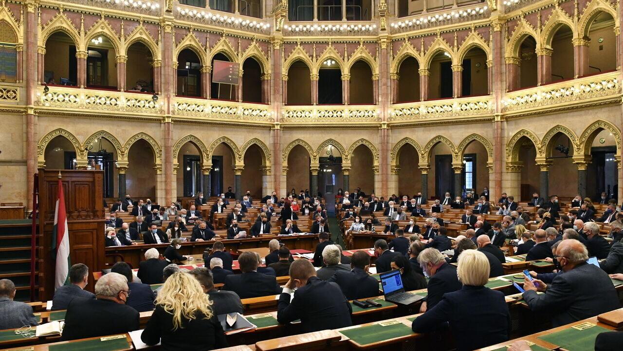 hungary-parliament
