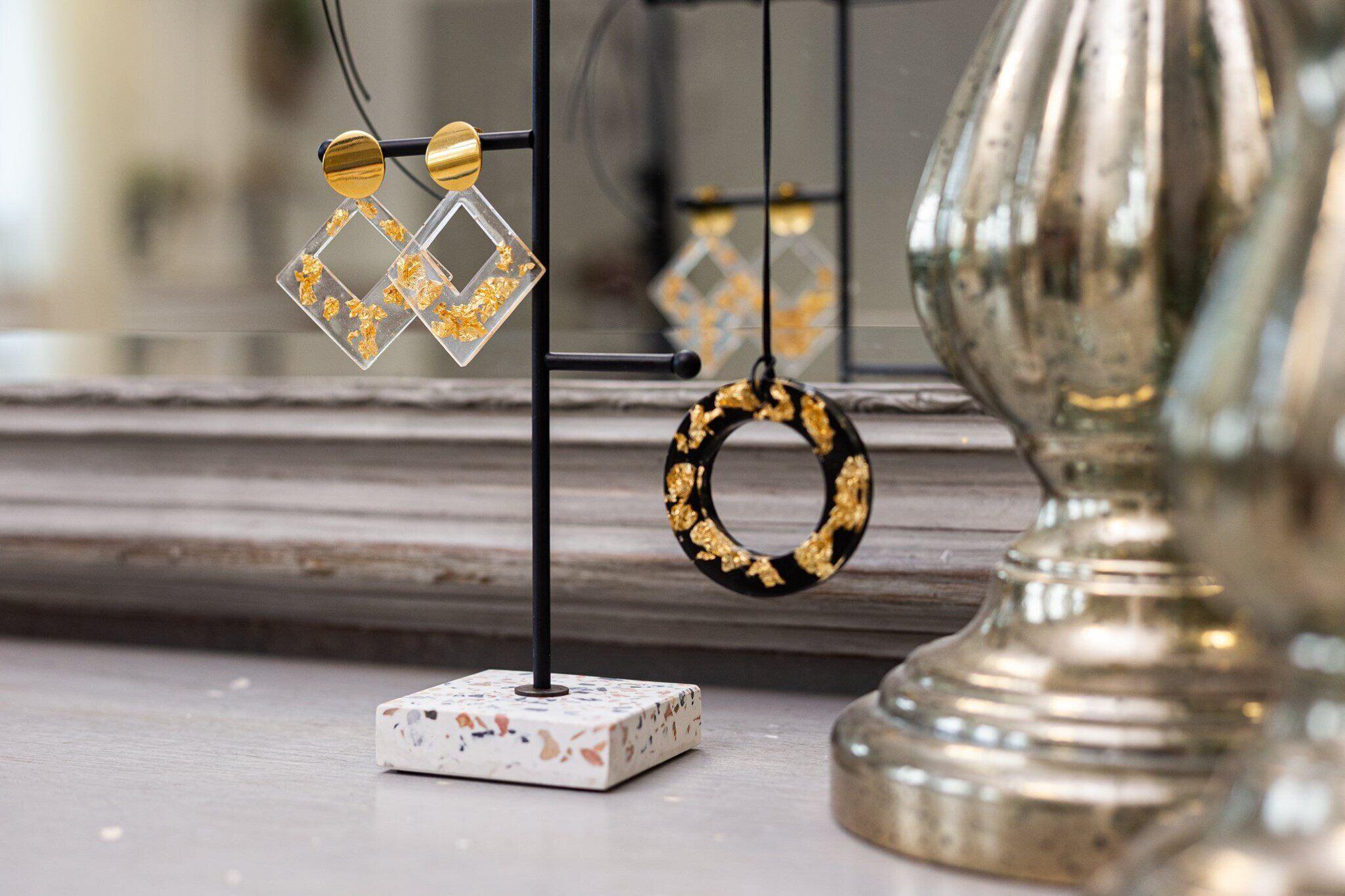 rezina studio resin jewelry workshop