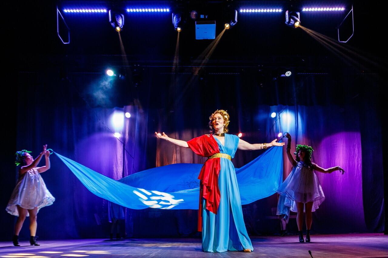 theater-actress-spotlight-women-stage