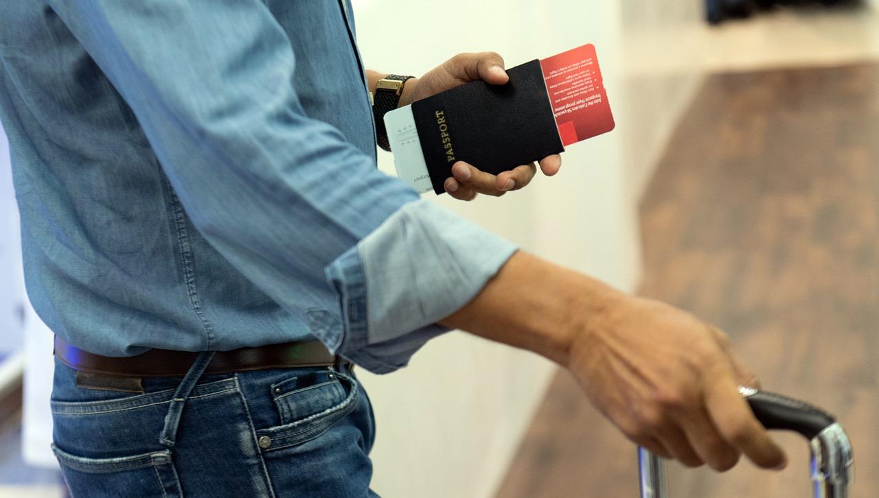 traveler passport airport