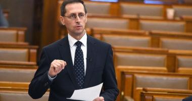 Minister Mihály Varga.