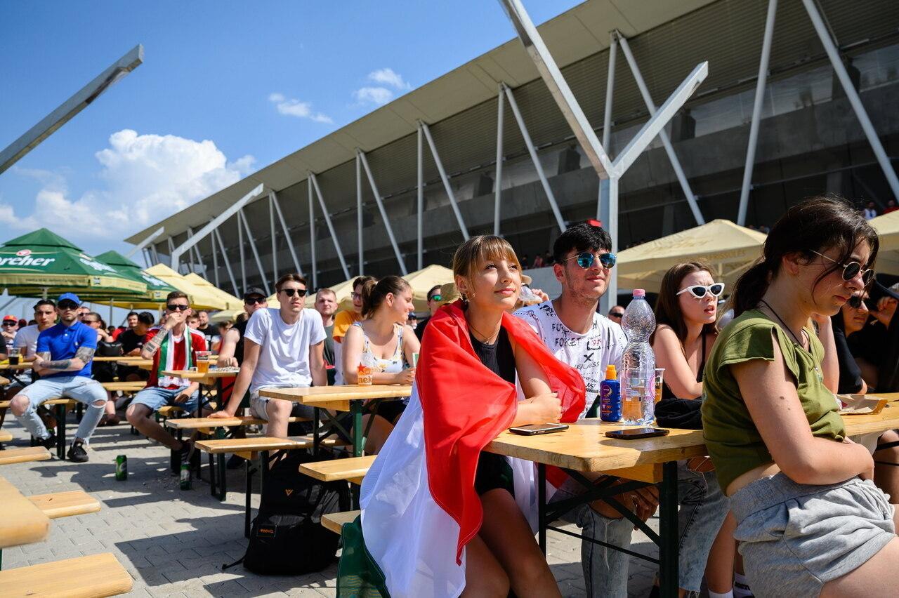 Hungarian Fans Vs France 5