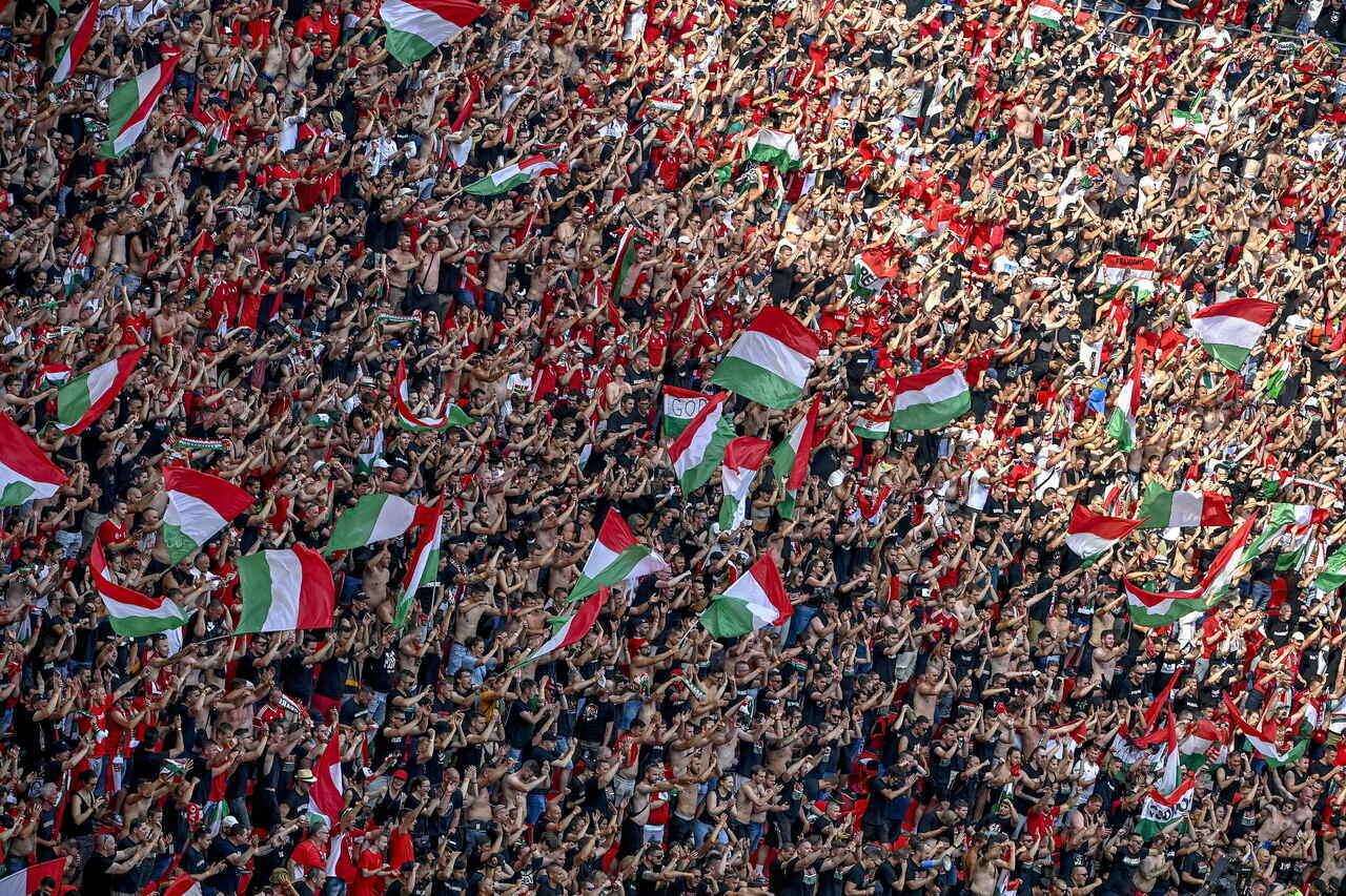 Hungarian Fans Vs France 6