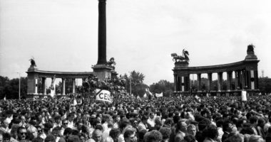 Regime change of regime 1989 Heroes Square