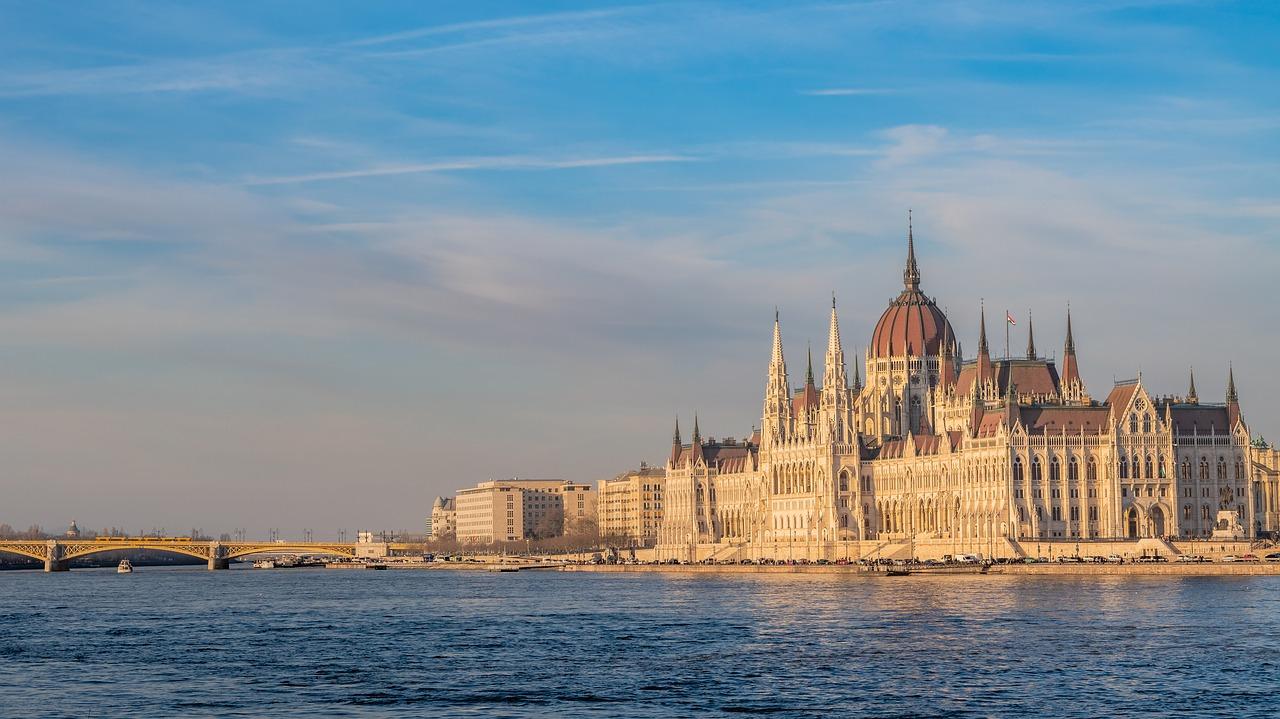 budapest parliament pixabay