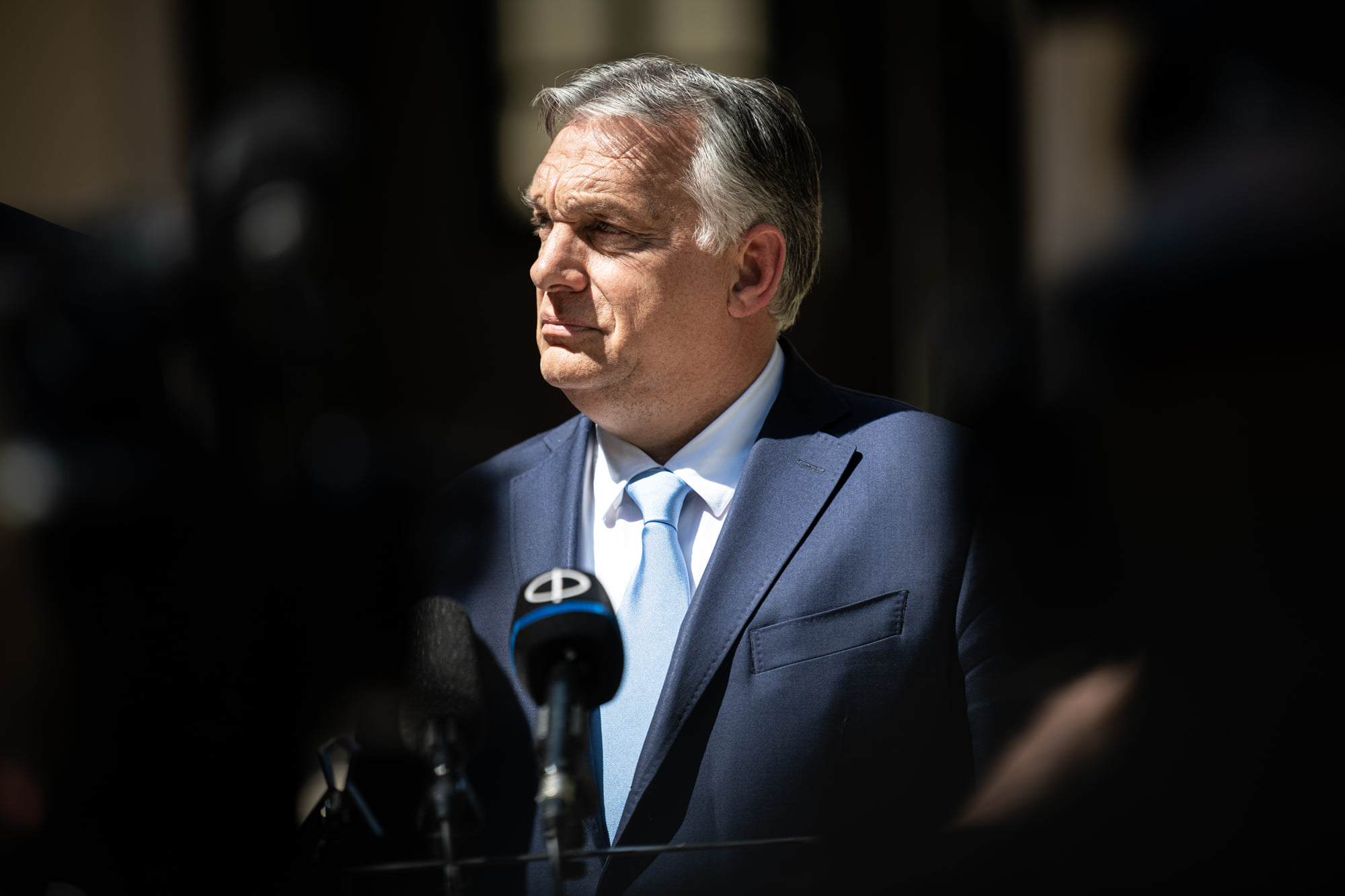 orbán in shadow