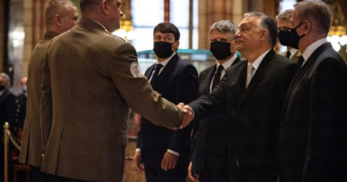 orbán military