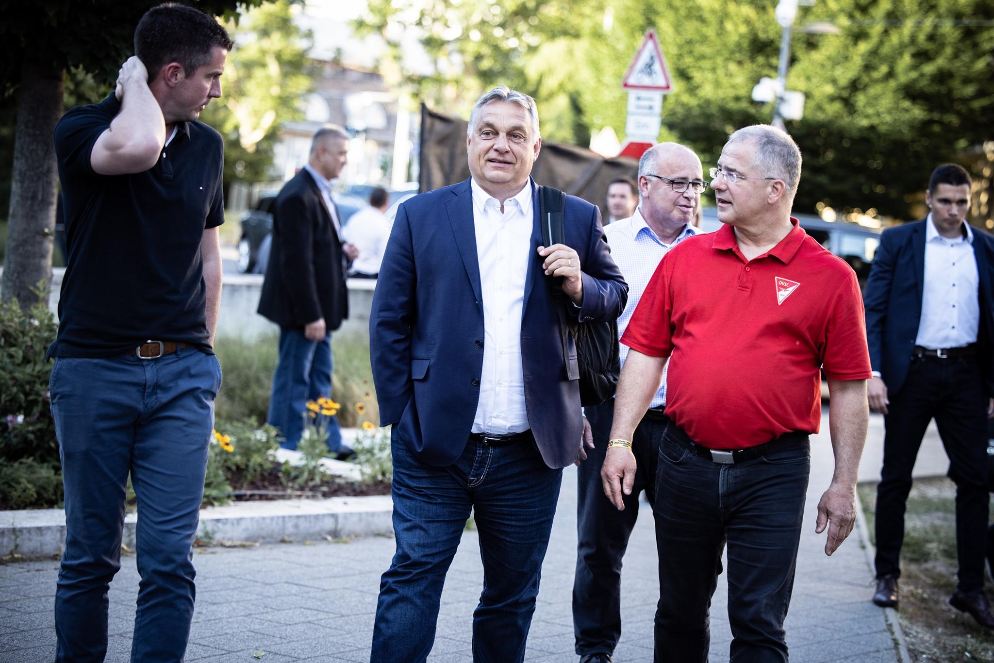 orbán walking