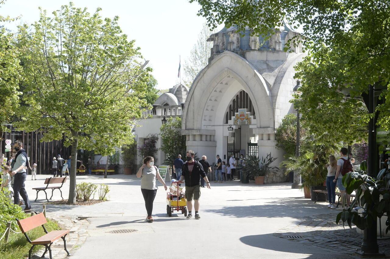 zoo-budapest-gate