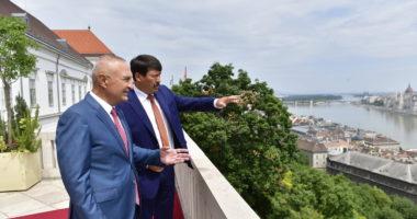 Ader meets Albanian counterpart