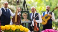 The ashes of Zsazsa Gábor were laid to rest on Tuesday in the Fiumei Street graveyard in Budapest, almost five years after her death.