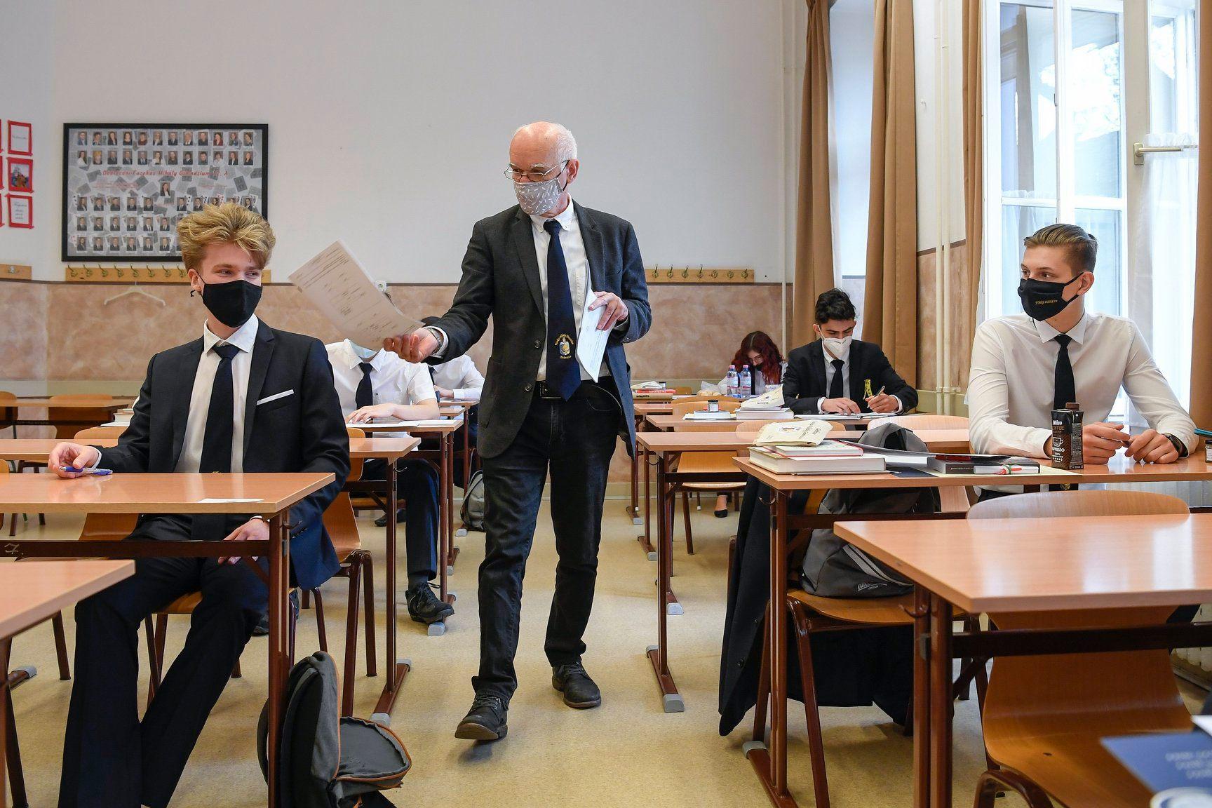 Hungary teacher difficulty