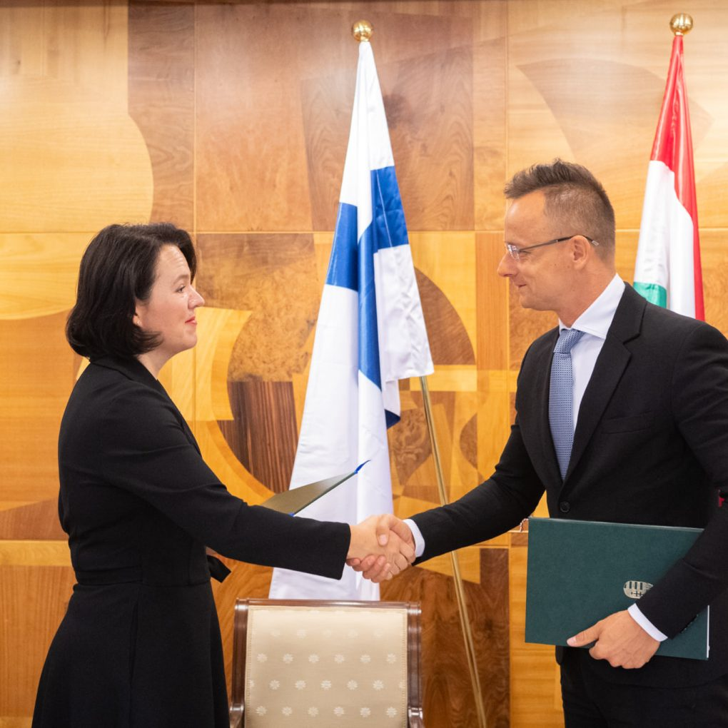 Hungary, Finland ministers sign space industry cooperation MoU