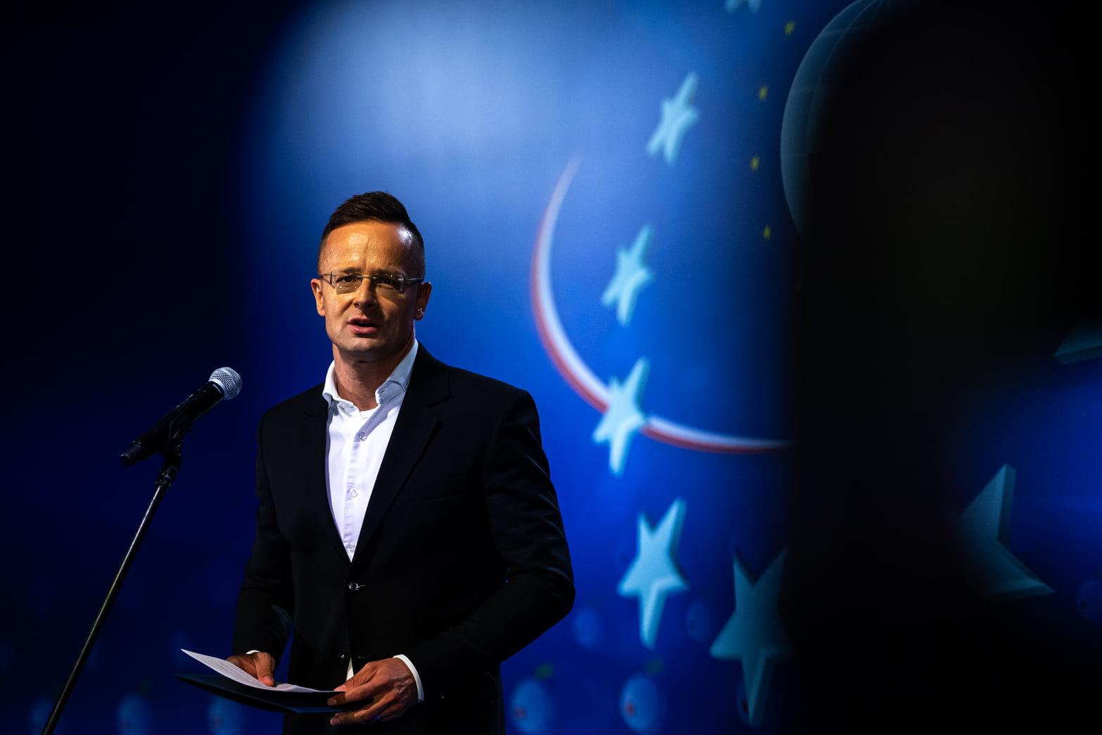 Hungary Szijjártó government Poland