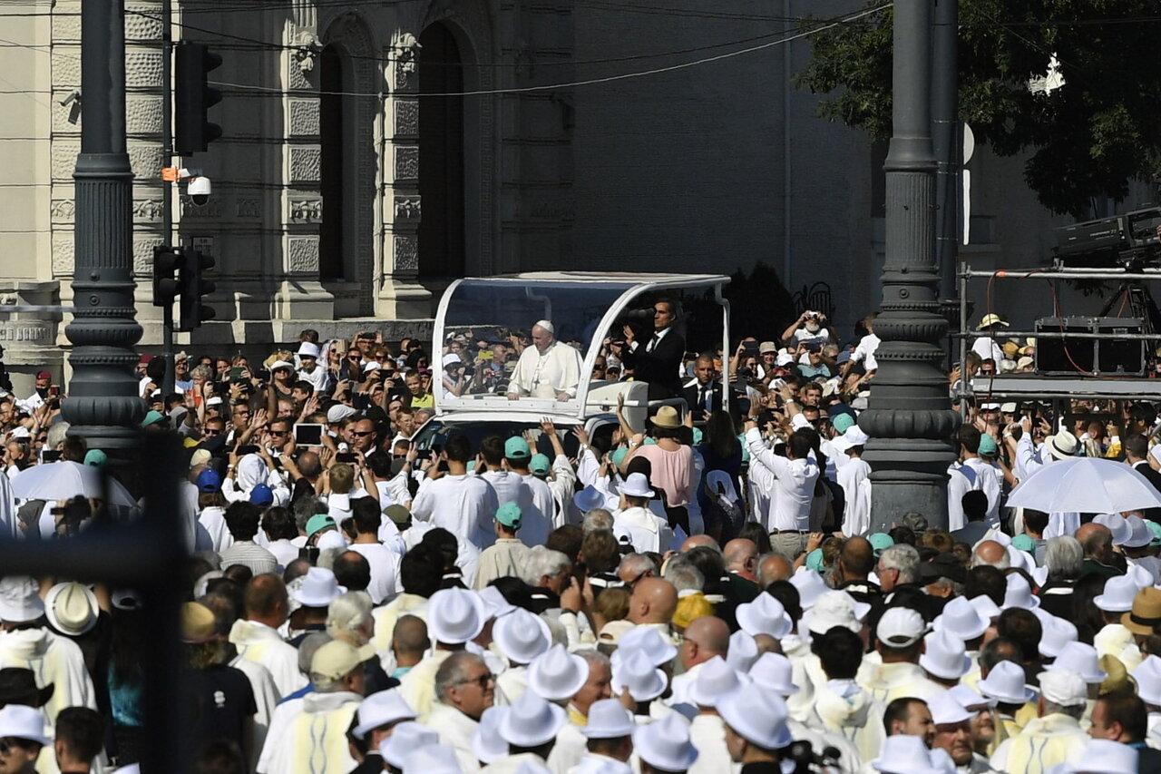 Pope-Francis-Closing-Mass-1