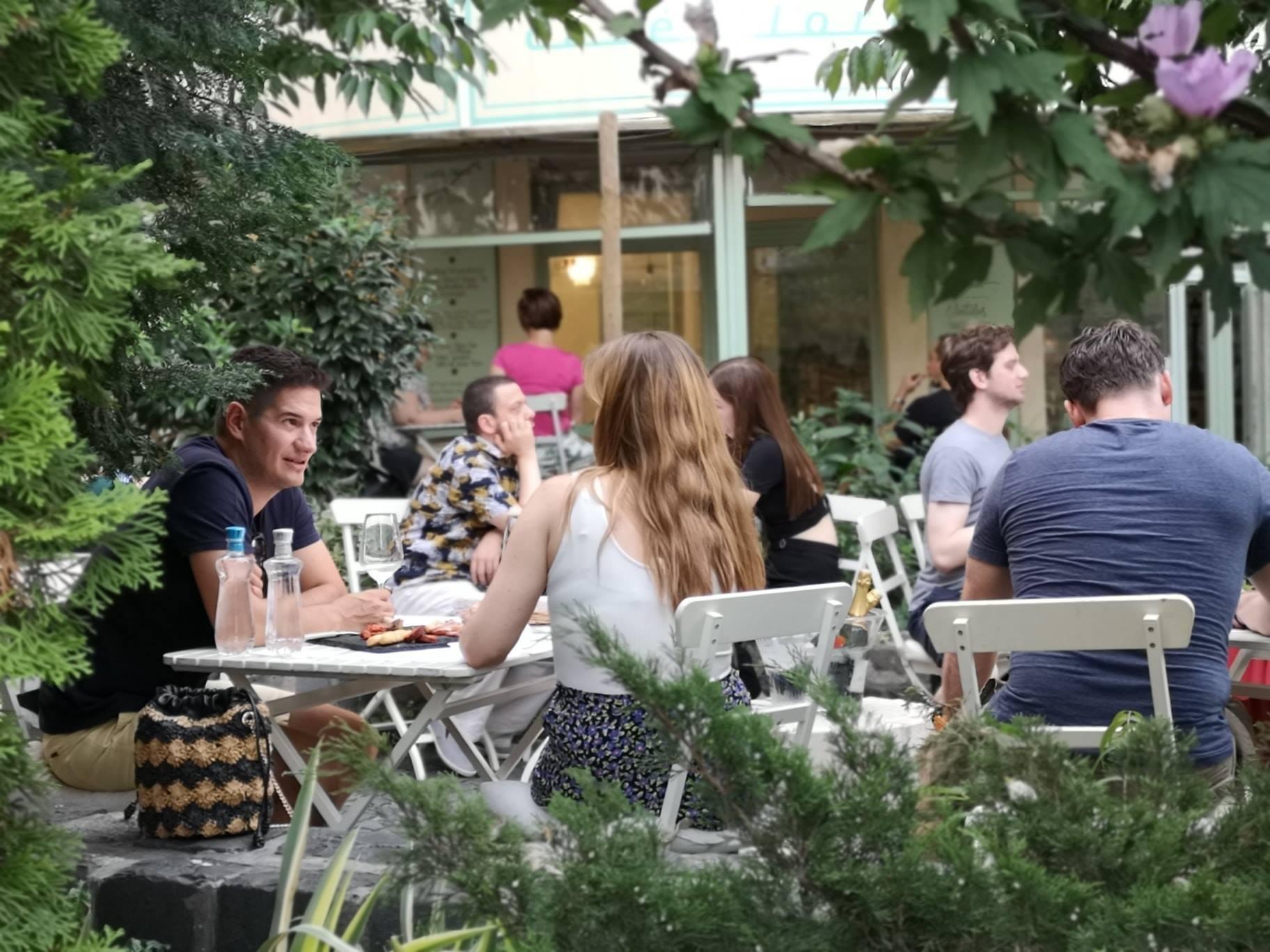 Romantic cafés Budapest_Café Flore