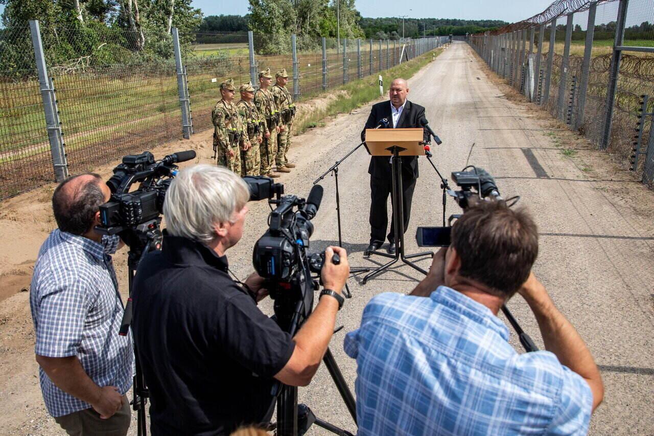 Hungary border fence migration