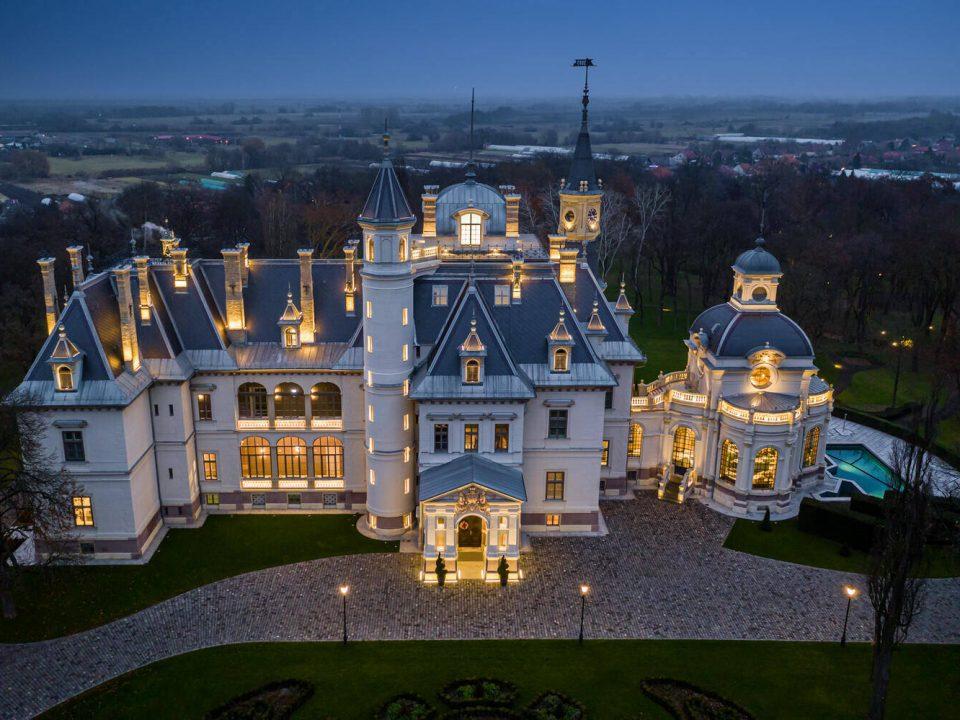 BOTANIQ Castle of Tura-Hungary