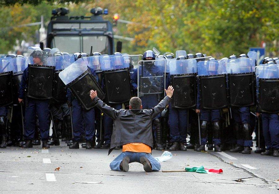 Police terror Hungary Budapest