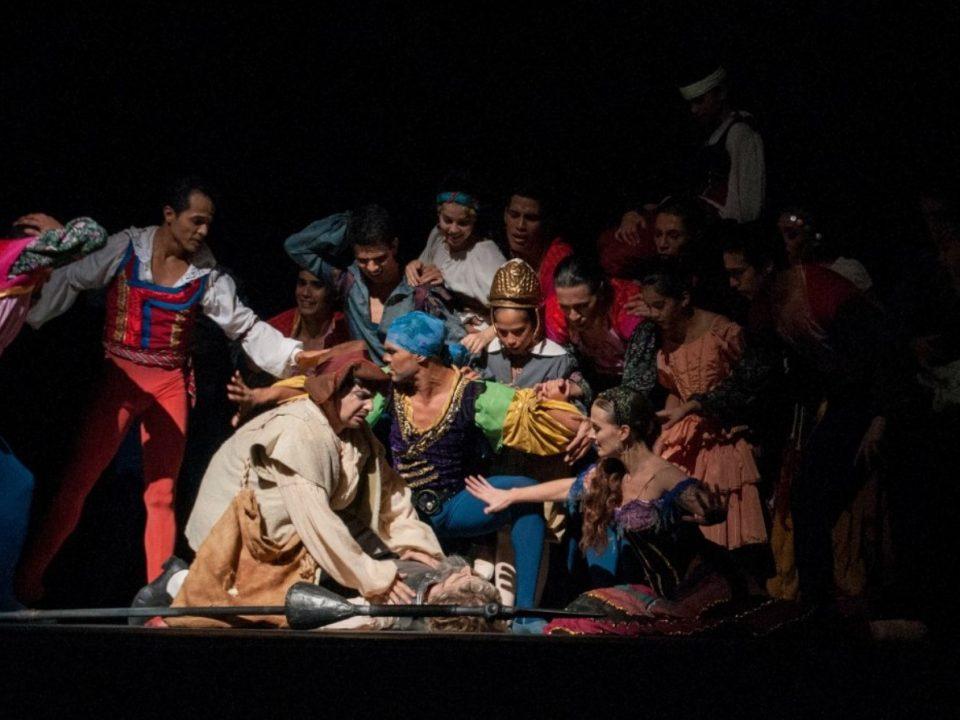 Theatre-performance-stage-actors