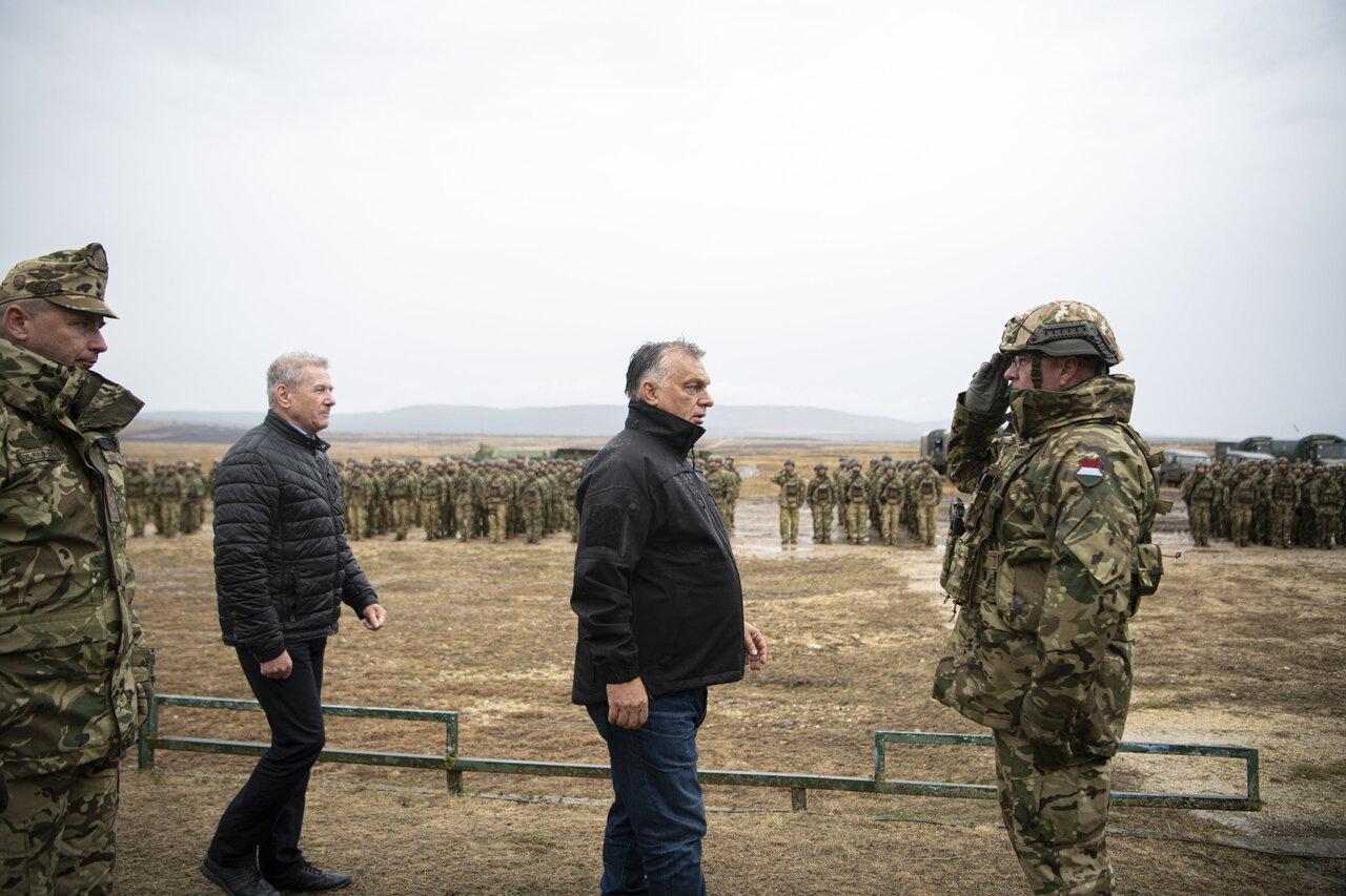 Viktor-Orban-military